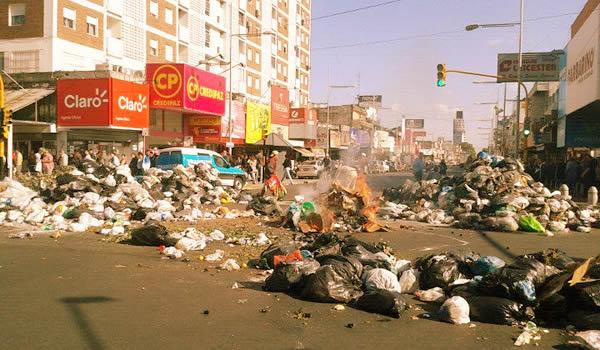 Entre Desperdicios Y Fuego Por El Conflicto Con La Basura